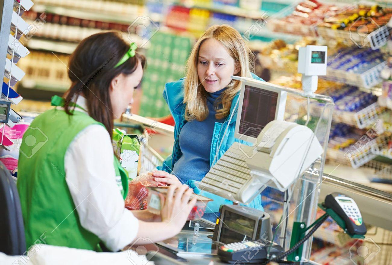 Làm việc trong các trung tâm thương mại, siêu thị