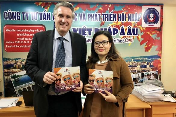 Đại diện ILA - ông Stefan Kaven và bà Mai Thị Thu Hà - Giám đốc công ty Việt Pháp Á Âu
