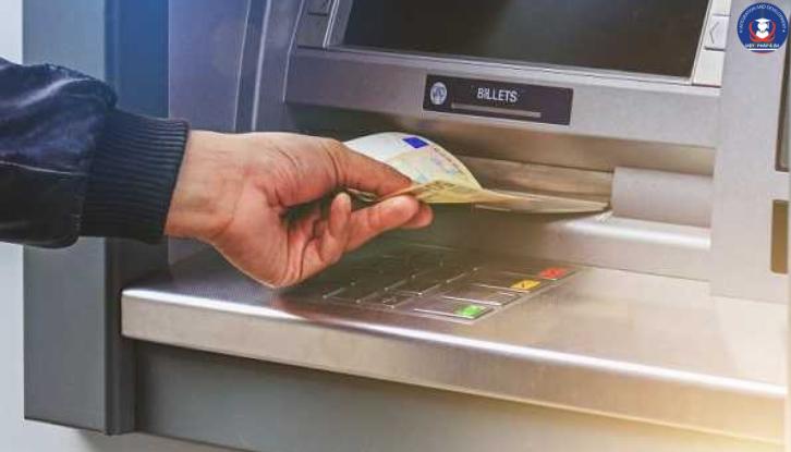 Máy nộp tiền tại ngân hàng